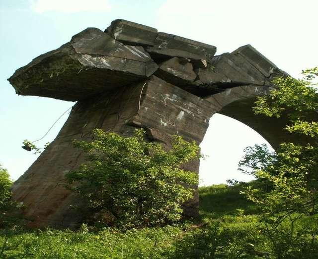 Zwalony  most w Kruklankach (w Grądach Kruklaneckich)